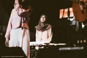 """Nayanika memainkan """"Malika"""", single debut mereka yang baru saja dirilis"""