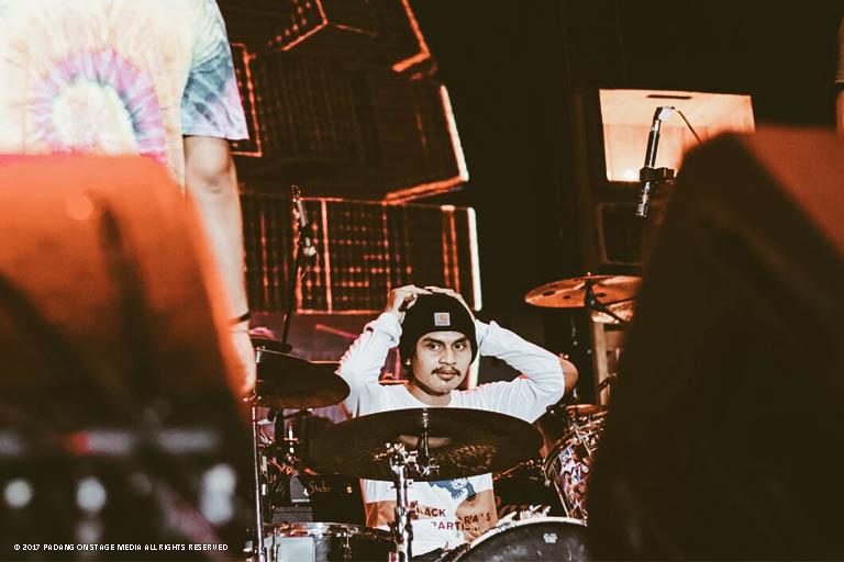 """Ocean Trenches tampil dengan penggebuk drum terbaru paska menjalani """"About This Life Tour"""" awal tahun lalu"""